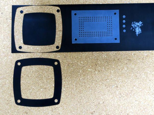 厚み0.5mmのNBRを自由切断